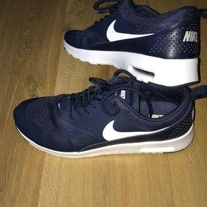 Navy blue nike air max Thea shoes